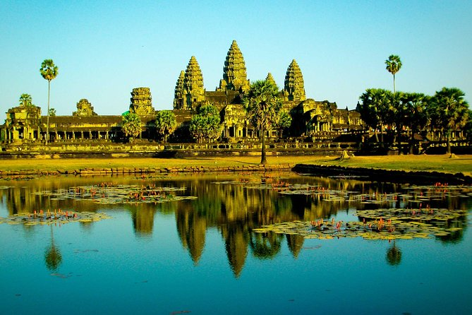 Full-day Small-Group Angkor Wat Tour from Siem Reap with English Speaking Guide