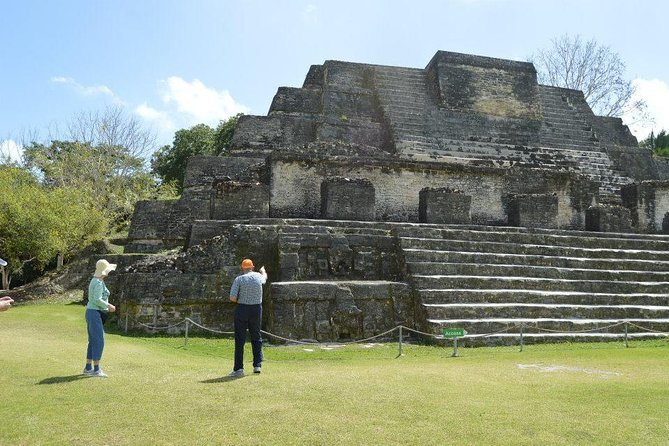 Private Altun Ha Pyramids and Howler Monkeys from Belize City