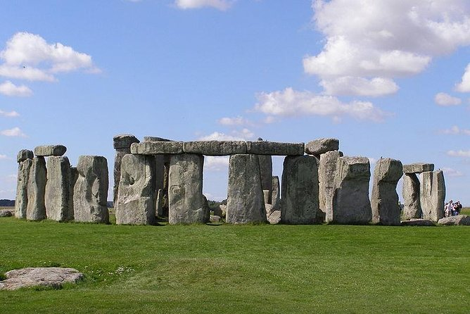 Stonehenge, Salisbury, Windsor Castle From London Day Trip in a Private Vehicle