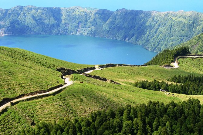 Explore the West side & Sete Cidades on a off road Tour