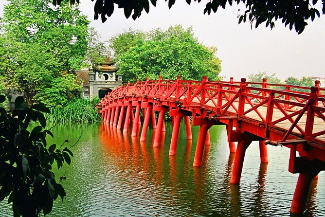 Hanoi Full-Day City Tour Including Cyclo Ride and Water Puppet Show
