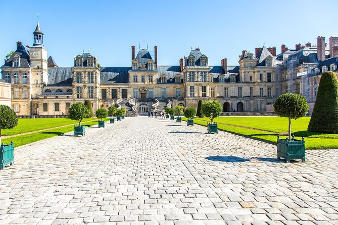 Fontainebleau Palace and The Painters' Village of Barbizon Day Trip from Paris