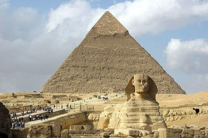 Private Giza Pyramids, Sphinx and Valley Temple Half-Day Guided Tour