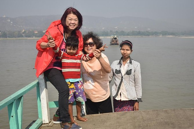 Mandalay to Mingun by boat, half day (morning or afternoon)