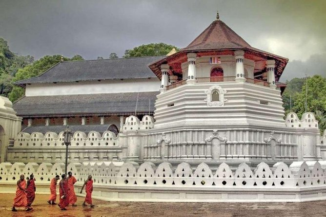 Private Day Tour To Kandy From Wadduwa