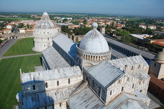 Regular Tour Pisa and Lucca by Van from Florence