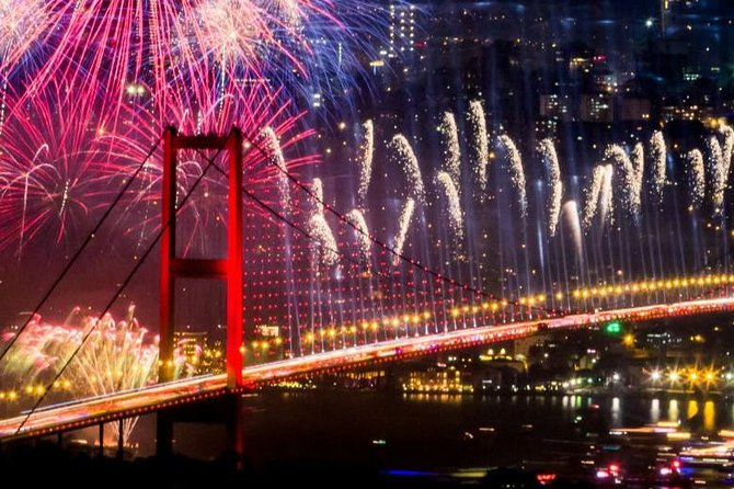 Istanbul New Year Party Cruise trough Bosphorus