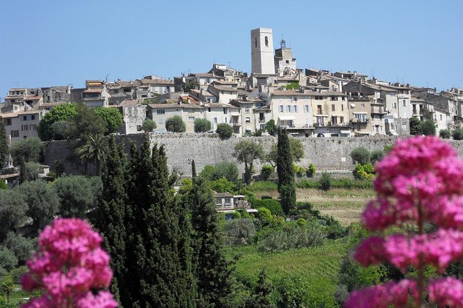 Small group full-day excursion to Countryside & Provence