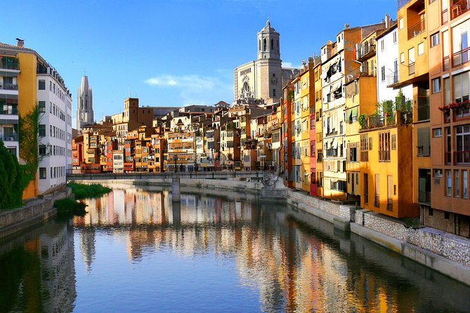 Girona and Wineries of Perelada Private Tour from Barcelona