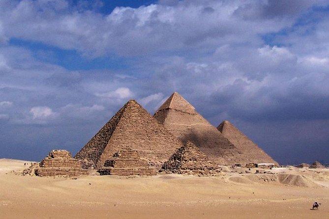 Private Full-Day Tour to Giza Pyramids, Sphinx, Sakkara Pyramids and Memphis
