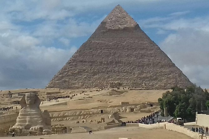 Short layover tour to Giza pyramids and Sphinx Image