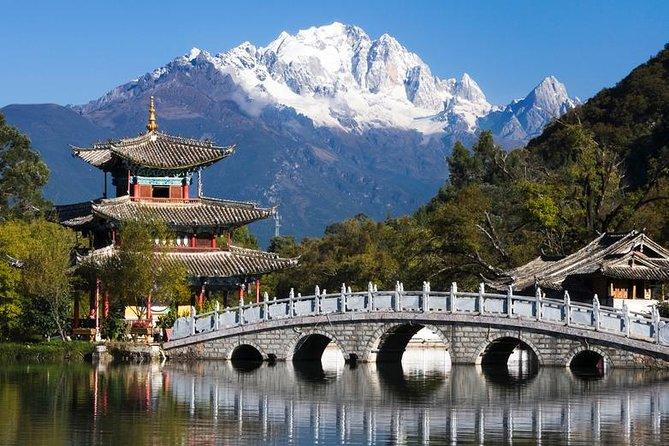 Private Lijiang City Day Tour of Lijiang Old Town, Black Dragon Pool, Dongba Culture Museum and Lion Hill