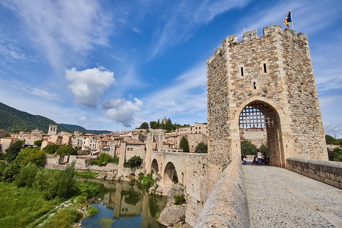 Medieval Towns Tour Plus Local Lunch from Barcelona