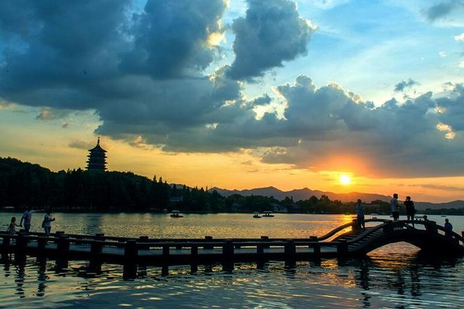 Water Town and West Lake Sightseeing with Hangzhou Hotel or Railway Station Transfer