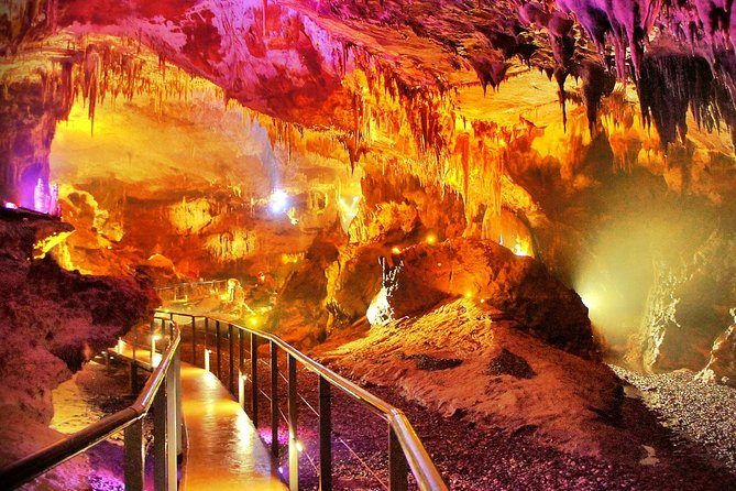 Full-Day Amazing Caves And Footprints of Dinosaurs Private Tour Guide