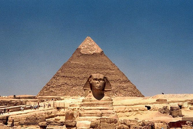 A half day tour to Giza Pyramids