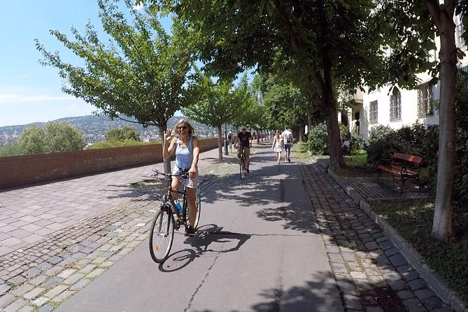 Budapest Highlights Bike Tour with a summer drink photo 7