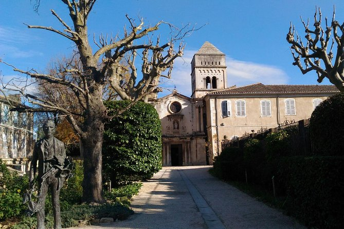 Arles, Les Baux de Provence and Chateauneuf du Pape Small Group Day Trip photo 2