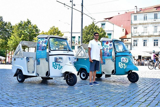 Guided Tour to the Historical Center on a Tuk Tuk - Port Wine Glass included