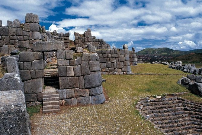 sacsayhuaman park from cusco photo 6