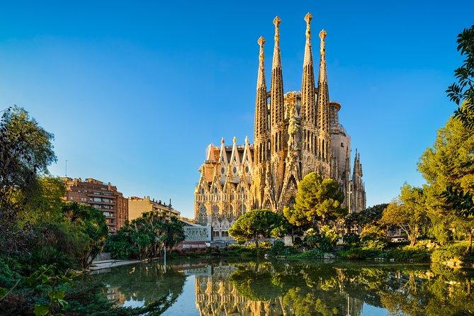 Private Full Day Tour & Skip the Line: Sagrada Familia, Park Güell & La Pedrera