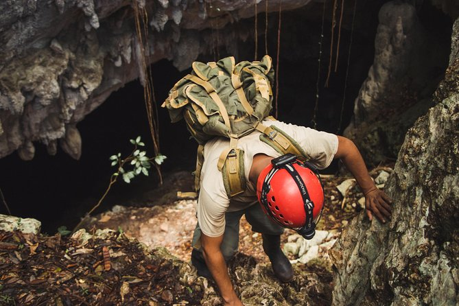 Private Crystal Cave and Blue Hole National Park Day Trip from San Ignacio