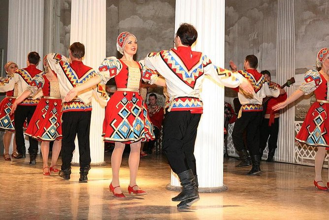 """Skip the Line:Folklore Show Ticket in Nikolaevsky Palace """"Feel Yourself Russian"""""""