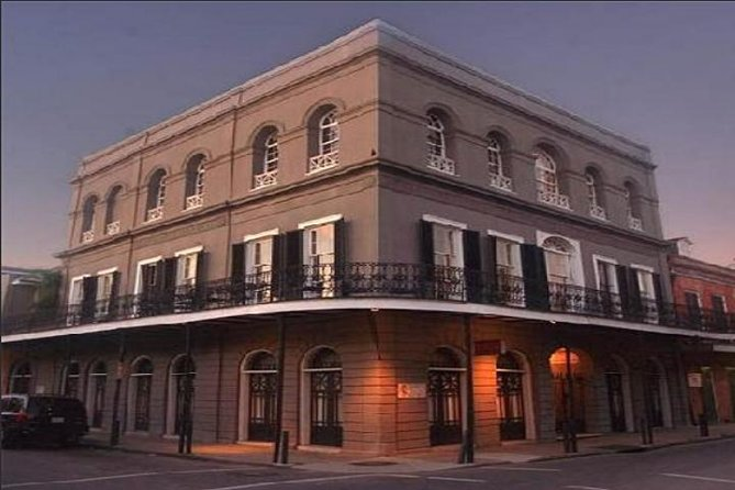 Small-Group New Orleans Ghost Tour with Local Guide