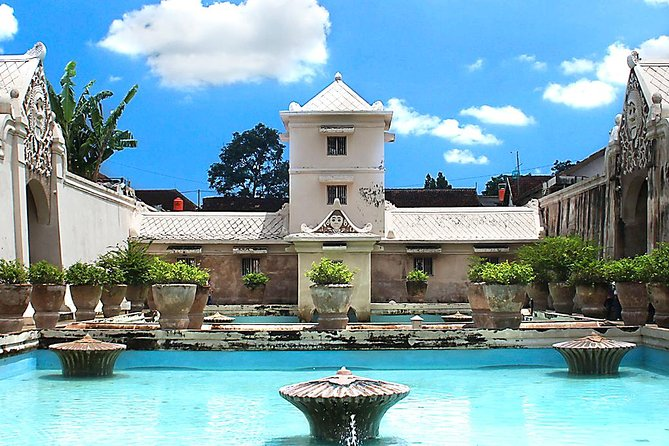 Private Yogyakarta Tour: Kraton Sultan Palace, Water Castle, Prambanan Temple