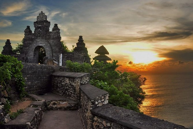 Uluwatu Temple & Kecak Fire Dance Tour