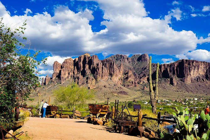 Small Group or Private Apache Trail Day Tour with Dolly Steamboat from Phoenix