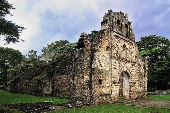 Cartago Highlights: Irazu Volcano, Orosi, Lake & Ujarras Ruins. Private Tour