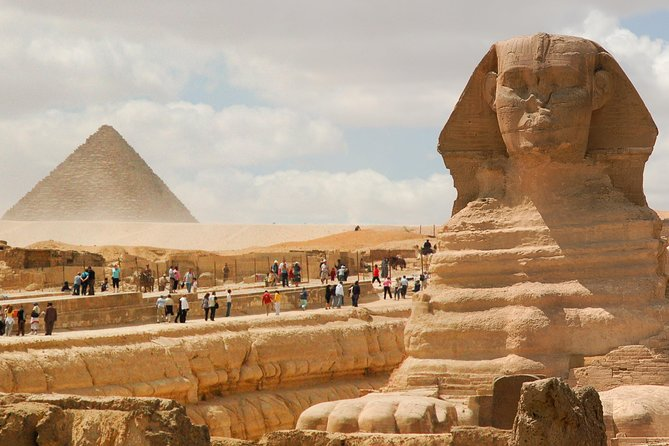Private Day Tour to the Pyramids of Giza and Egyptian Museum and Camel Riding