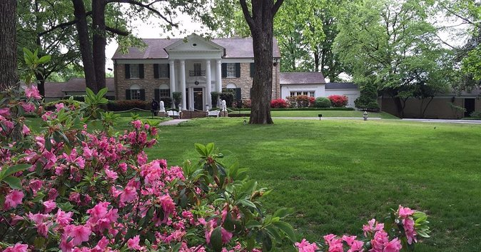 Memphis Day Trip with VIP Access to Graceland from Nashville