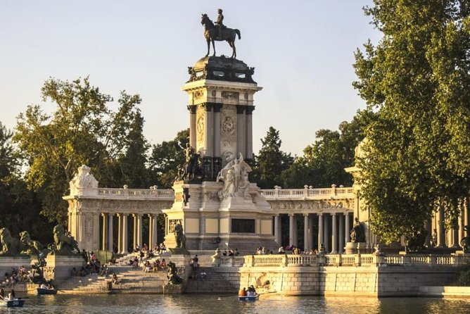 Skip-the-line Madrid Royal Palace with tapas tasting & Retiro Park