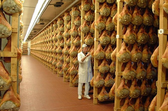 2-hour Parma Ham Farm Tour and Tasting Tour