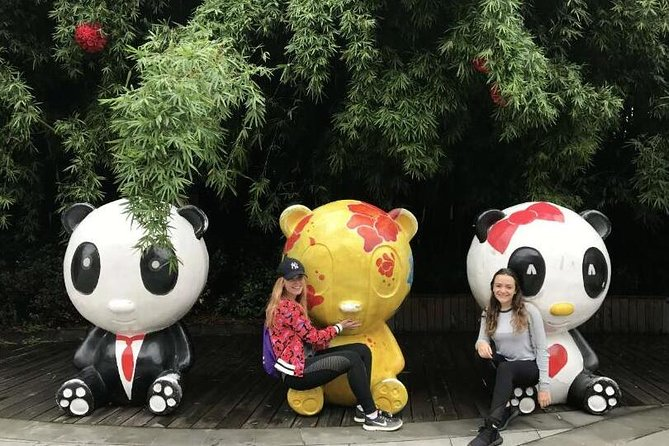 Morning Trip of Giant Panda Base in Chengdu