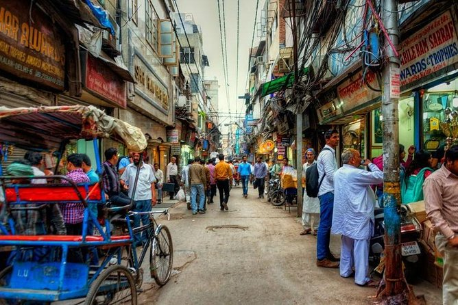 Discover Old Delhi: 4-Hour Evening Walking Tour includes Guide & Dinner