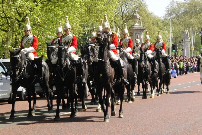 Changing of the Guard at Buckingham Palace Guided Tour - Private Tour