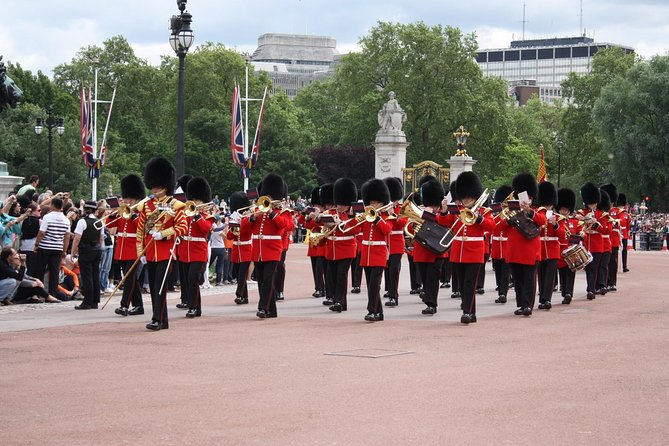 Changing of the Guard at Buckingham Palace Guided Tour - Semi-Private 8ppl Max