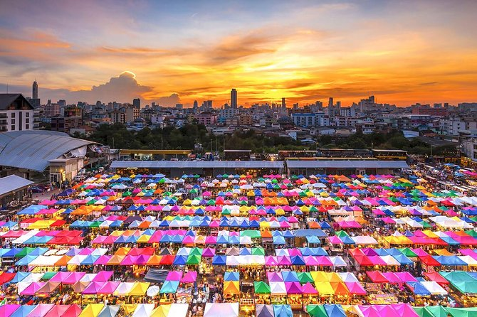 Experience Typical Thailand at Night with Streetfood Dinner & Foot Massage