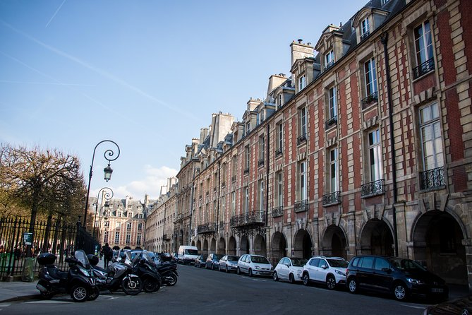 Shopping in Paris: Small-Group Fashion and Fragrance Insider Tour in the Marais
