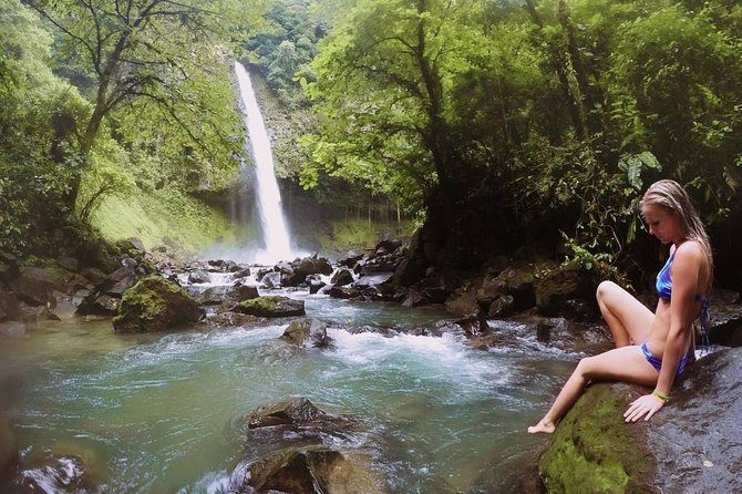 Full day Arenal Volcano, La Fortuna Waterfall and Hotsprings