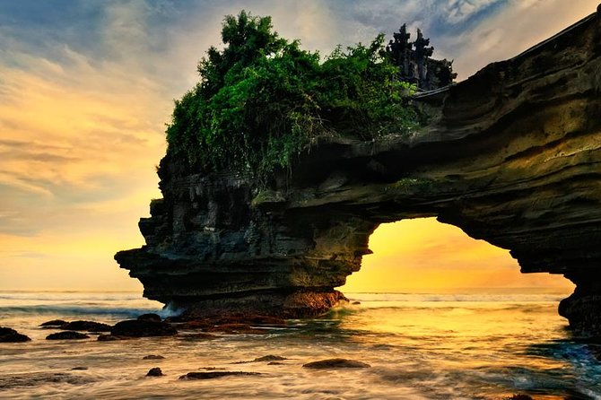 Tanah Lot Sunset Tour with Rice Terrace and Royal Temple