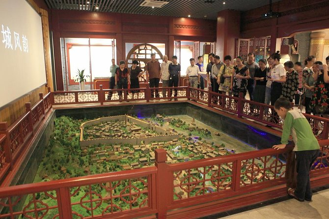 Shanghai City Day Tour with Yuyuan Garden and Huangpu River Cruise photo 3