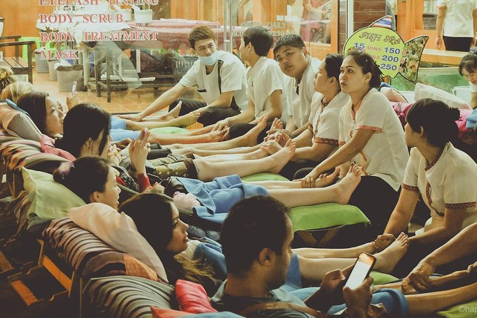 Experience Typical Thailand at Night including Streetfood Dinner & Foot Massage