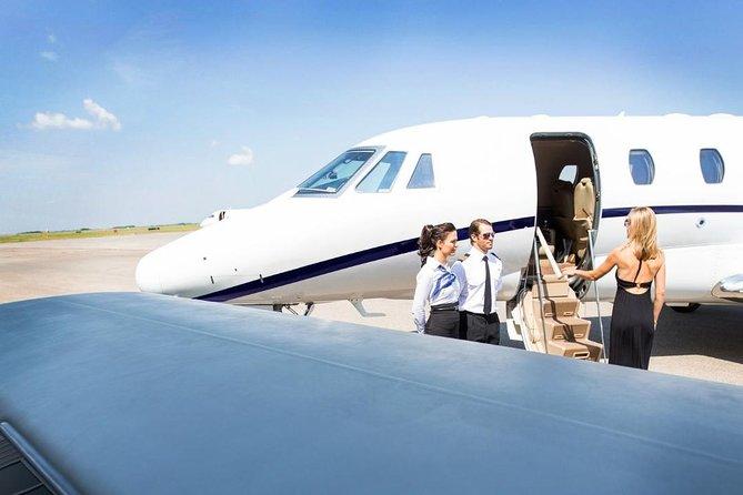 Luxury Toronto to Niagara Tour: Flight & Limo Package