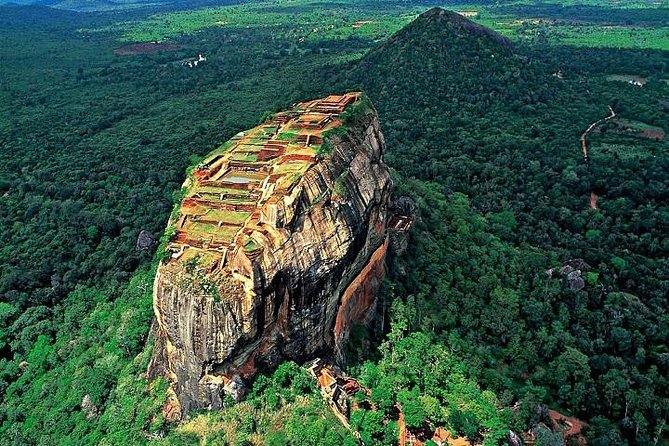 Private Sigiriya and Dambulla Day Tour from Colombo