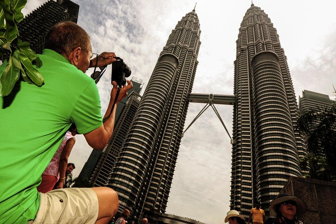 Private Night Tour: Petronas Twin Tower Cultural Dance And Shopping
