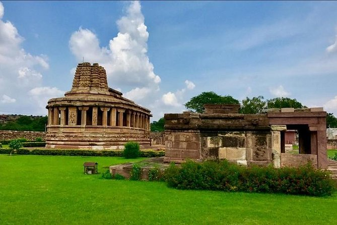 Explore Badami, Aihole and Pattadakal from Hospet with brunch